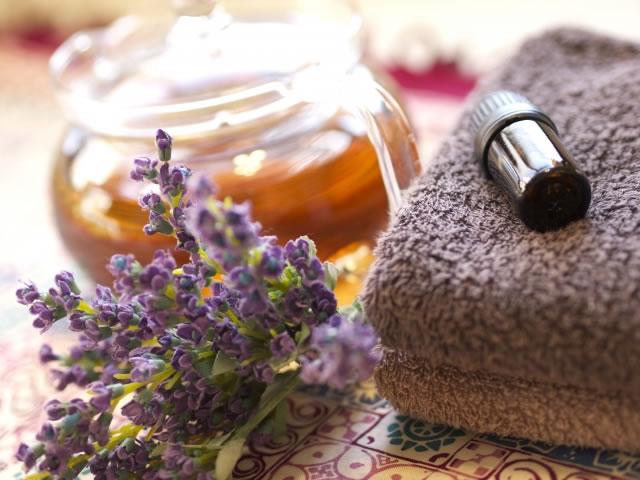 快眠できるアロマの香り効果的な精油3選。アロマテラピーでぐっすり睡眠。