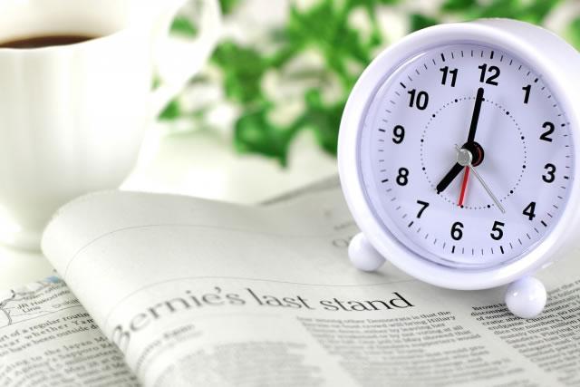 目覚ましが鳴る前に目が覚めるのはなぜ?