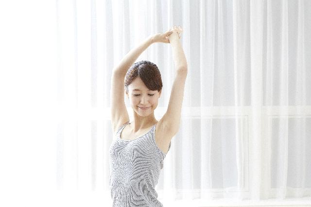 快眠のためのストレッチ方法を紹介します。心地よい運動で睡眠の質を上げましょう。